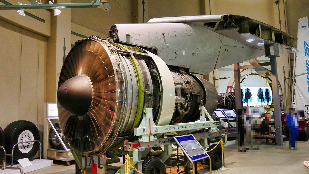 航空科学博物館のJT9Dエンジン
