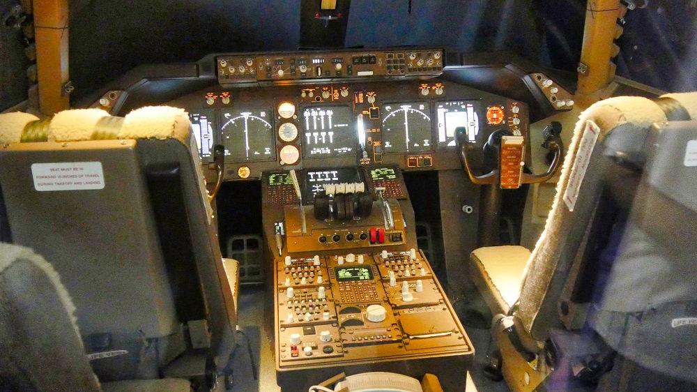 ボーイング747型機のコクピット部分