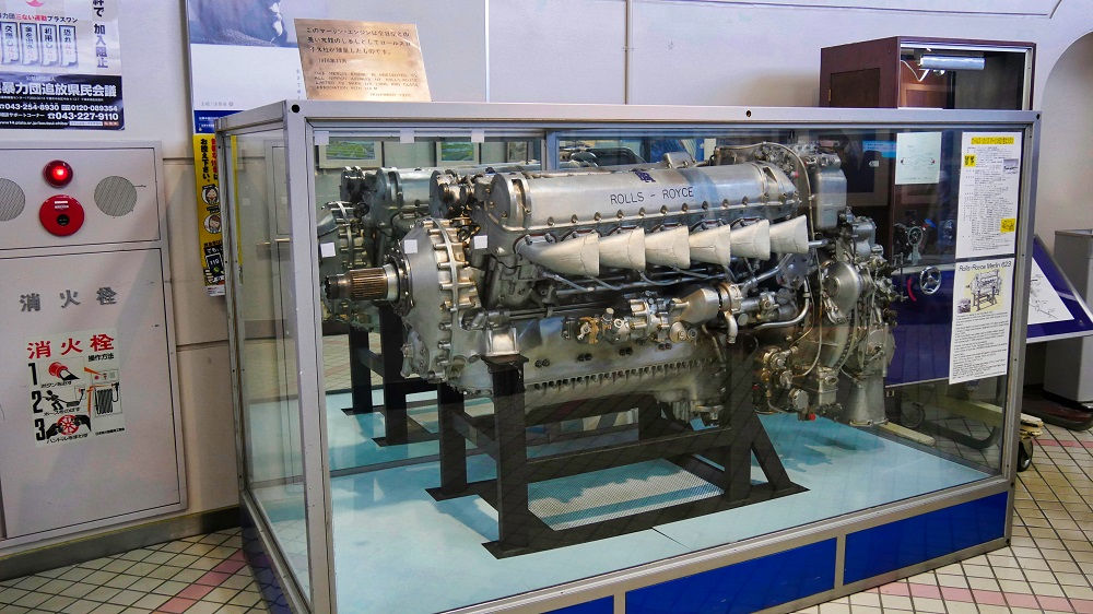 航空科学博物館1F入口すぐロールスロイス・マーリンエンジン