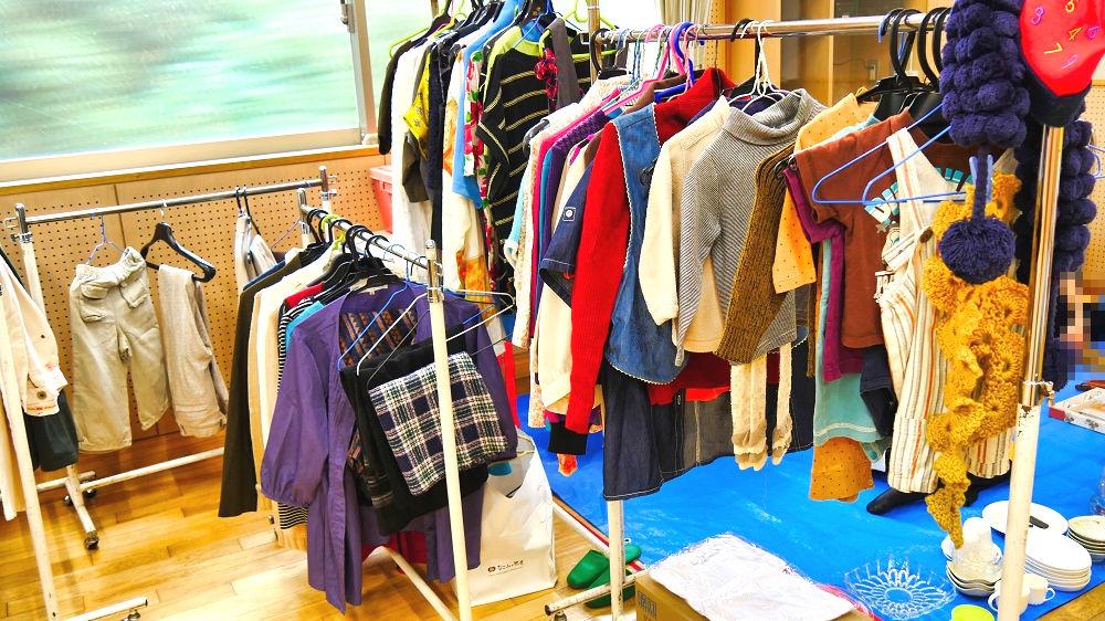 成田市リサイクルプラザの「フリ-マーケットと再生品即売会」衣類