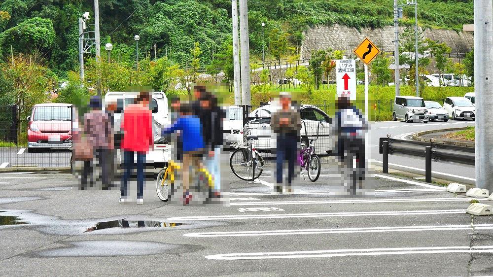 成田市リサイクルプラザの「フリ-マーケットと再生品即売会」駐車場
