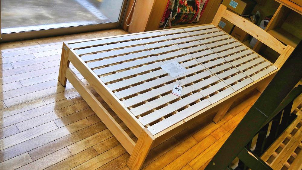 成田市リサイクルプラザの「フリ-マーケットと再生品即売会」1F家具売り場のベッド