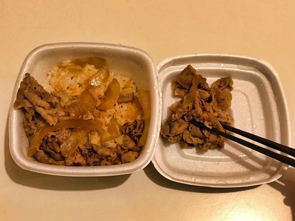 吉野家の牛丼、ご飯とお肉を分ける