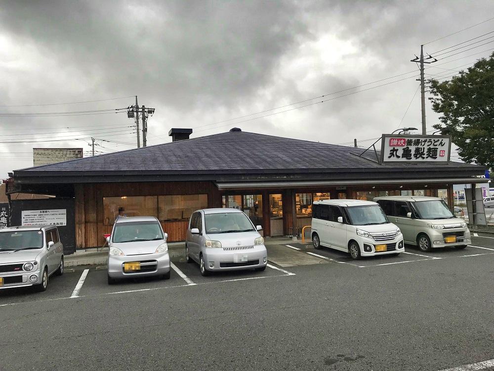 丸亀製麺1日半額時の駐車場