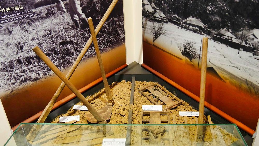 『空と大地の歴史館』の展示物、農耕器具
