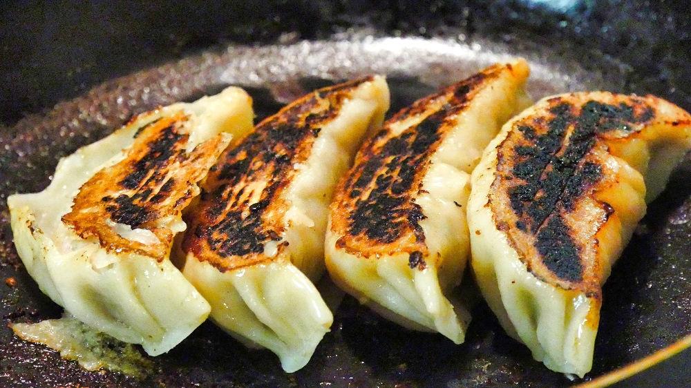 南京亭の手作りジャンボ餃子を自宅で焼いてみた