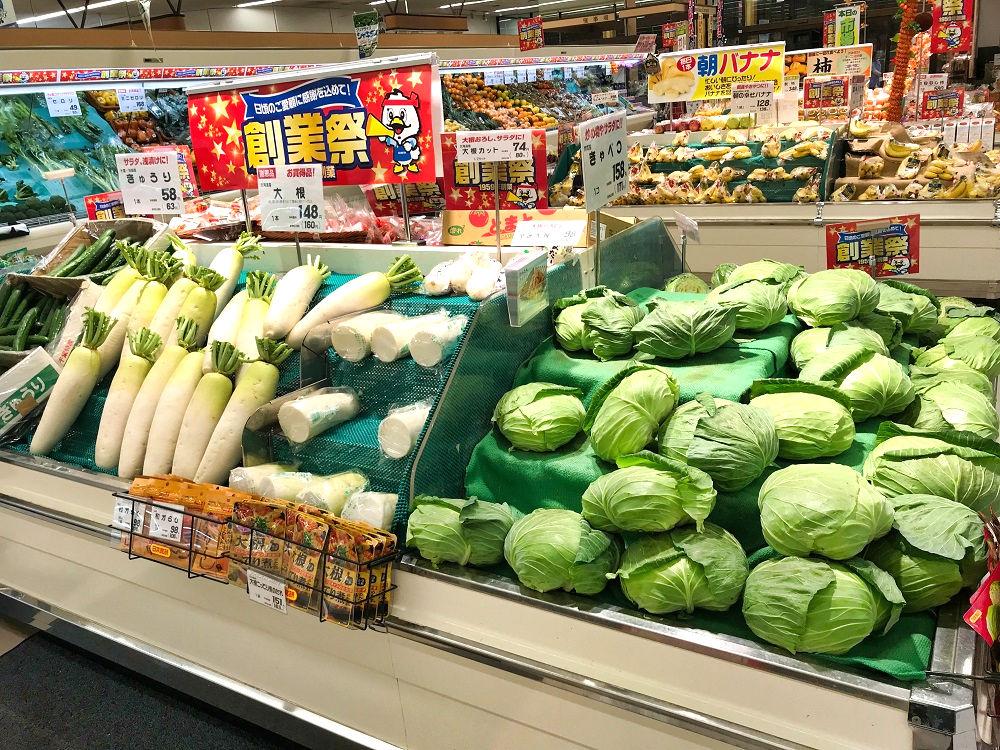 スーパーに並ぶ野菜