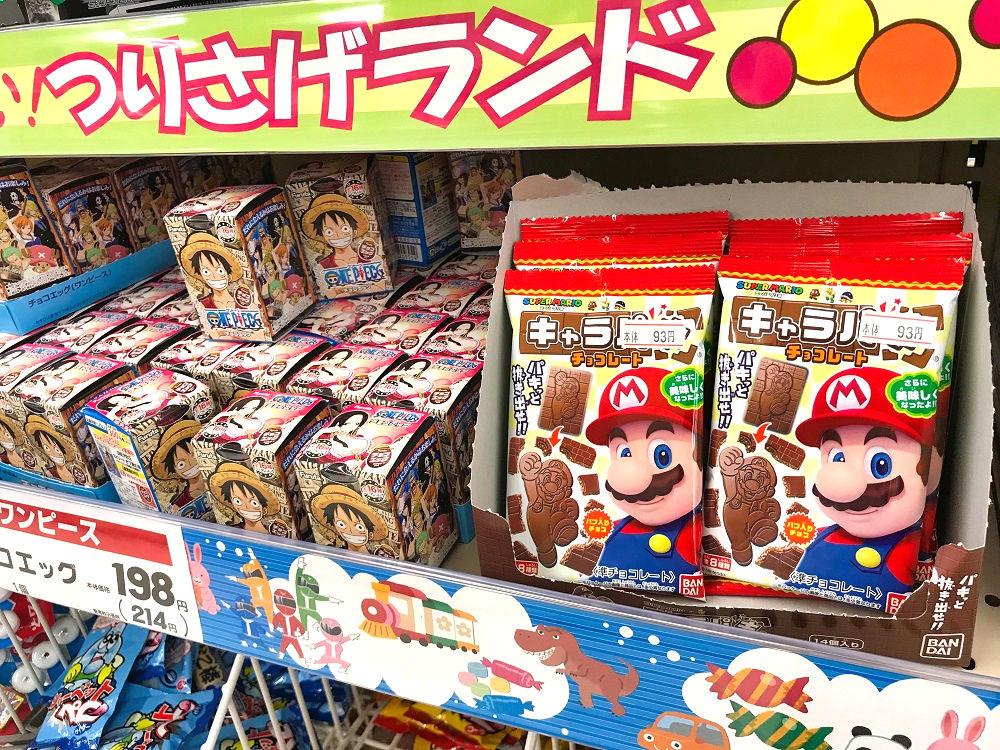 スーパーのおもちゃ付きお菓子