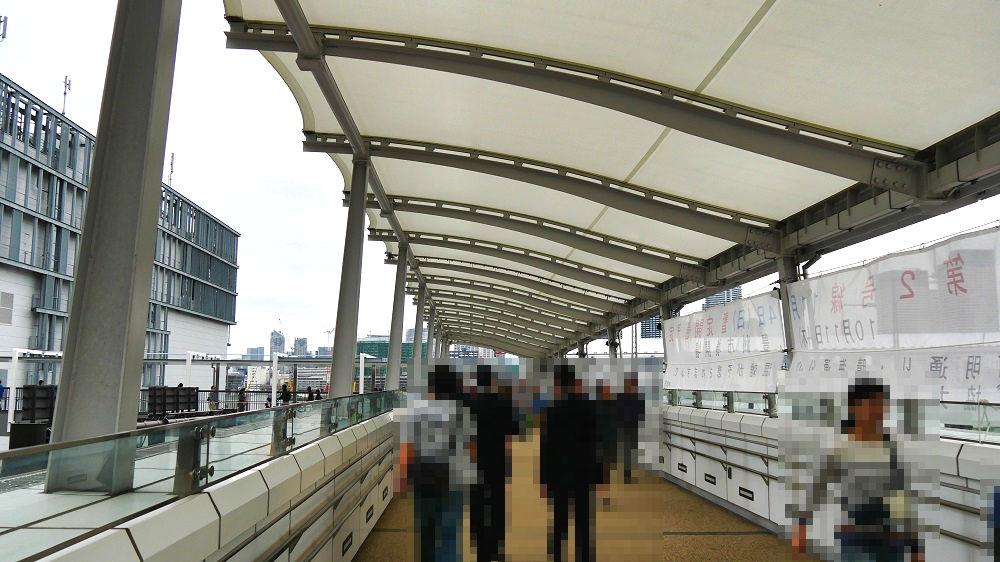 豊洲市場水産仲卸売場棟へ向かう連絡橋