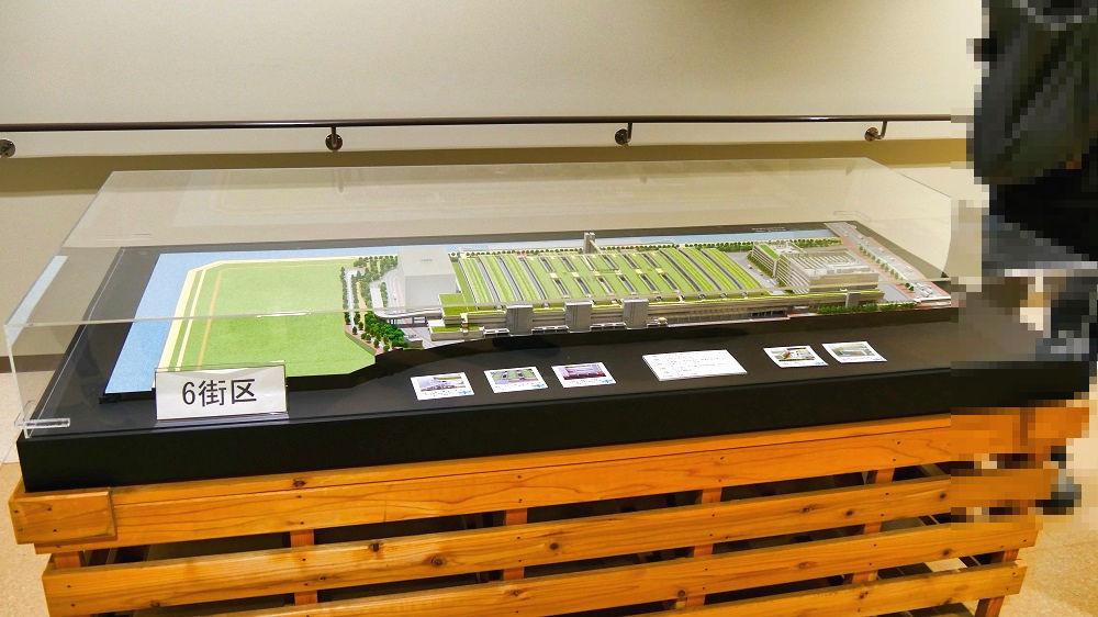 豊洲市場水産仲卸売場棟の入口に模型