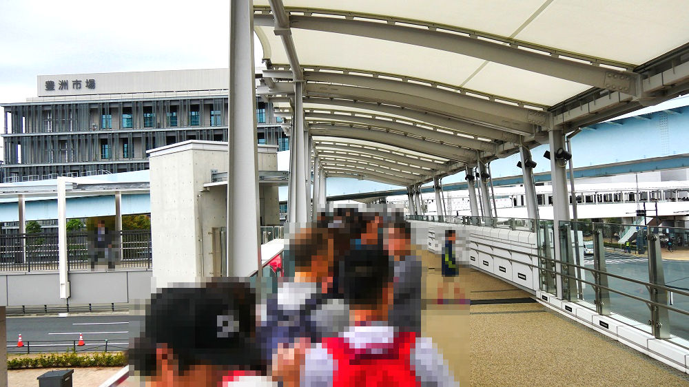 豊洲市場の青果棟入り口付近