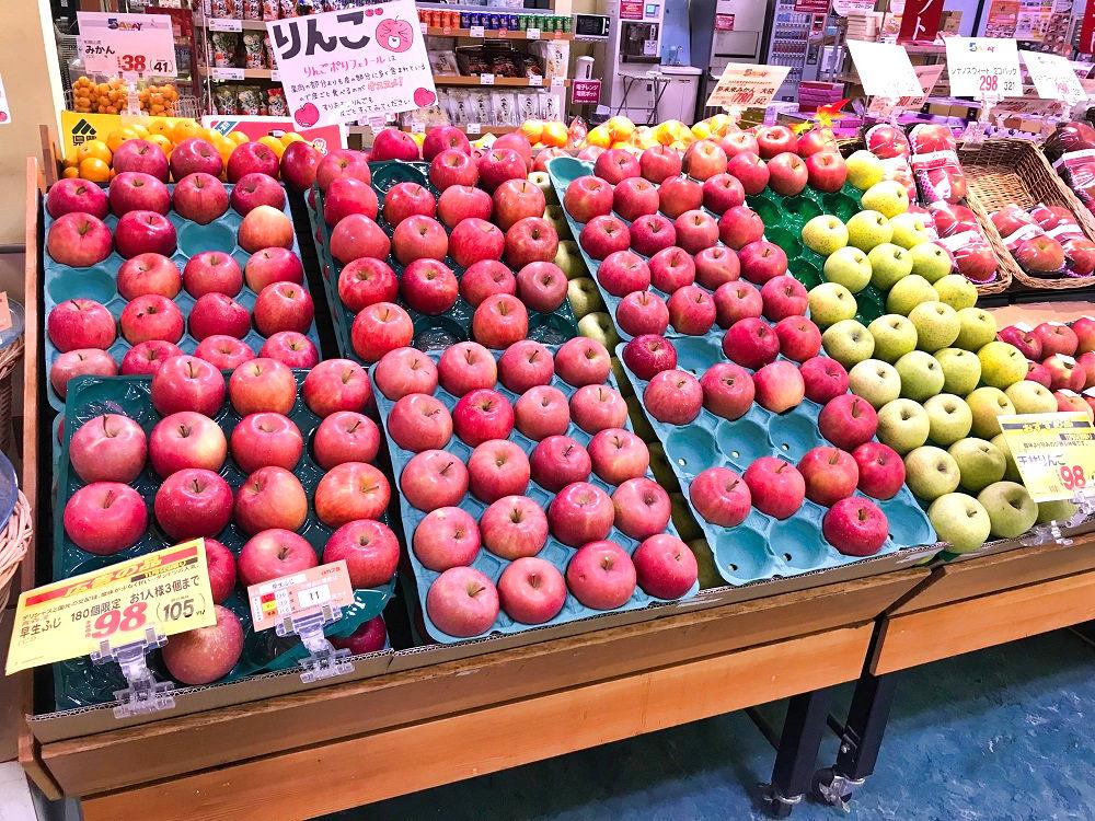 スーパーの「よいりんごの日」フェア