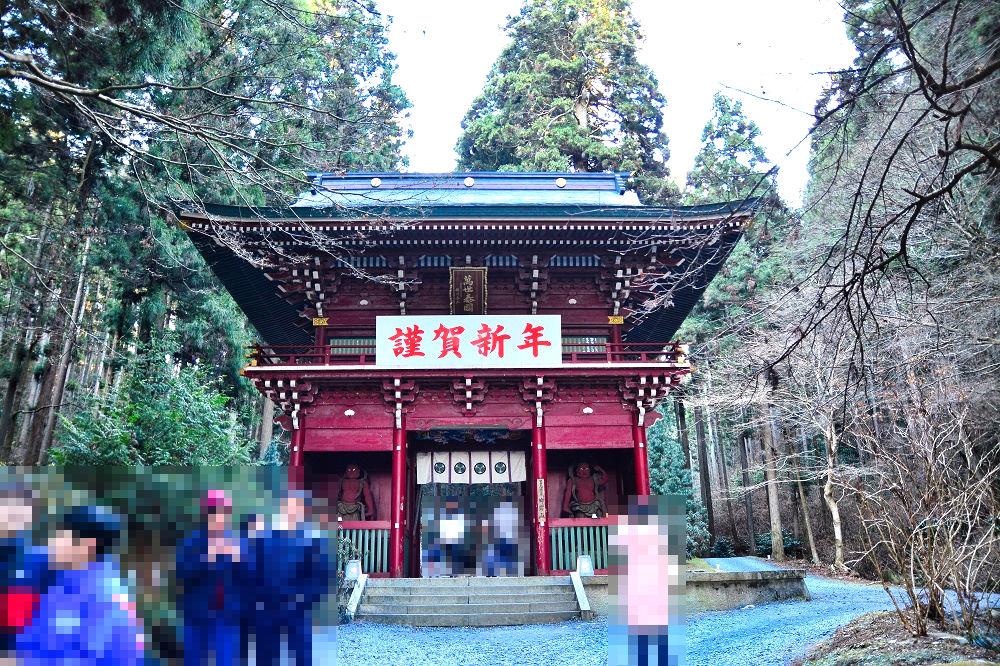 御岩神社の楼門