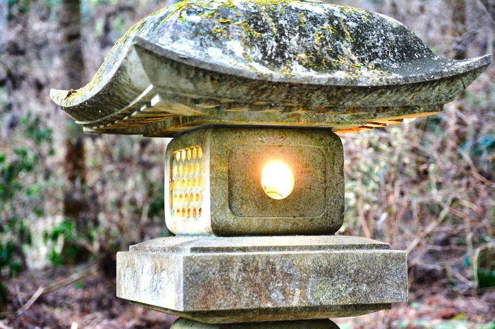 御岩神社の灯篭