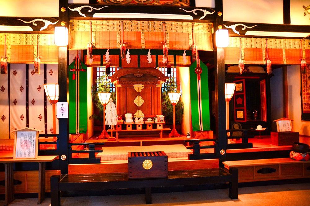 御岩神社の斎神社回向殿