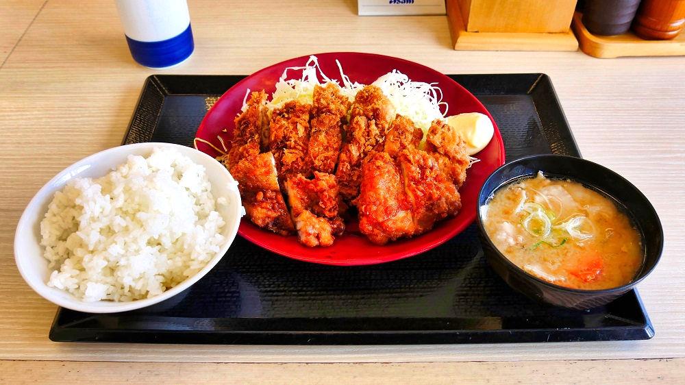 チキンカツとから揚げの合い盛り定食