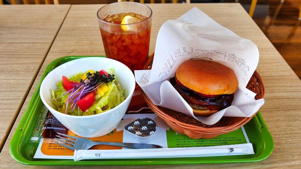 麻辣モスバーガーとこだわりの野菜サラダLセット