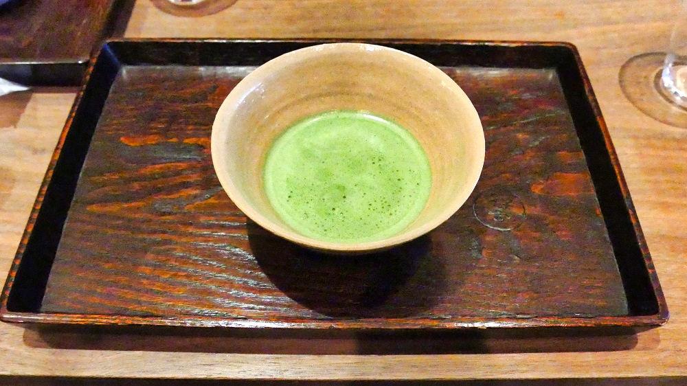 一保堂「東京丸の内店」の喫茶室「嘉木」で抹茶体験