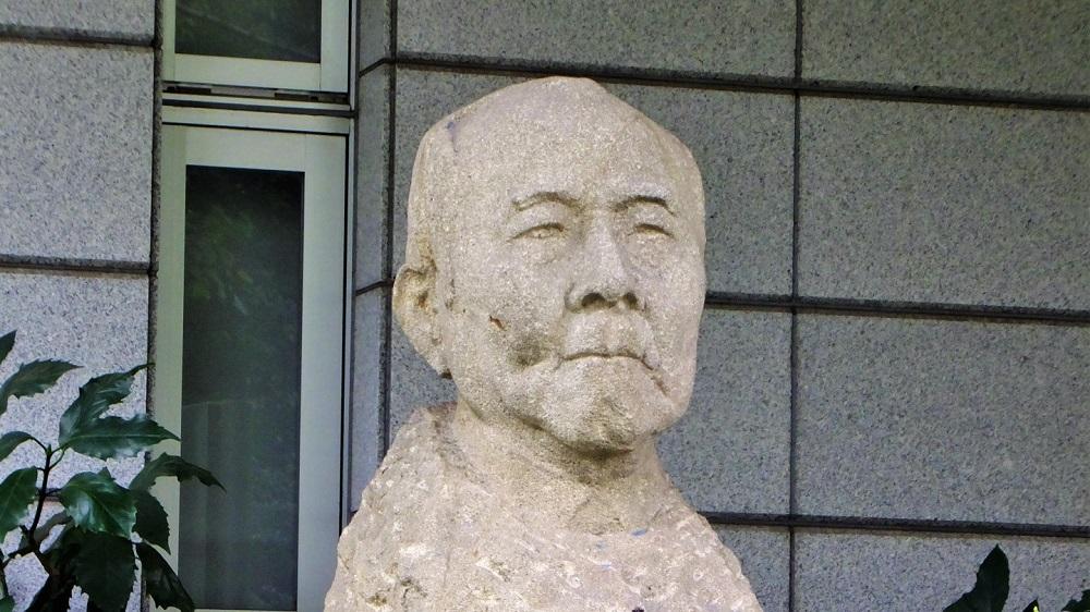 渋沢栄一の石像