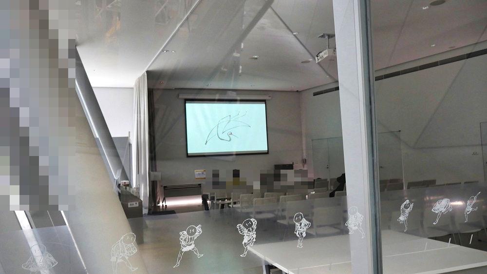 すみだ北斎美術館1Fの講座室