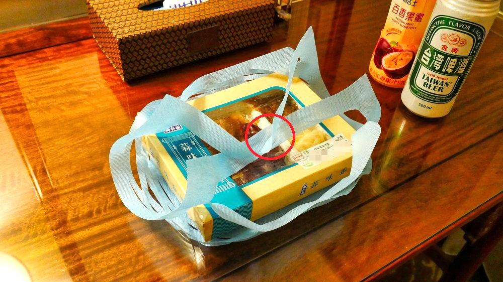 台湾のセブンイレブンではコンビニ弁当に紙シートを使用