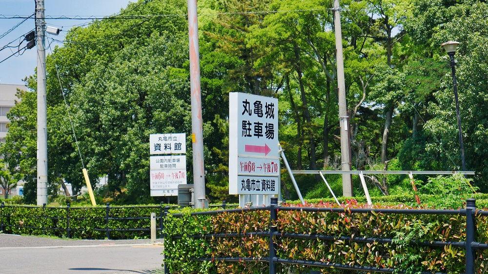 丸亀城の駐車場