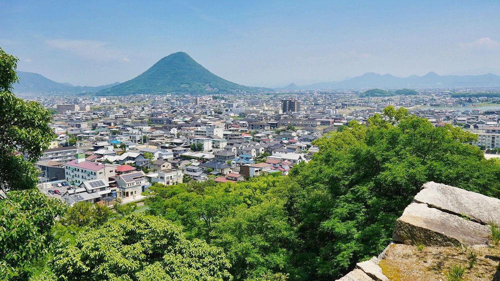 丸亀城三の丸から望む讃岐富士