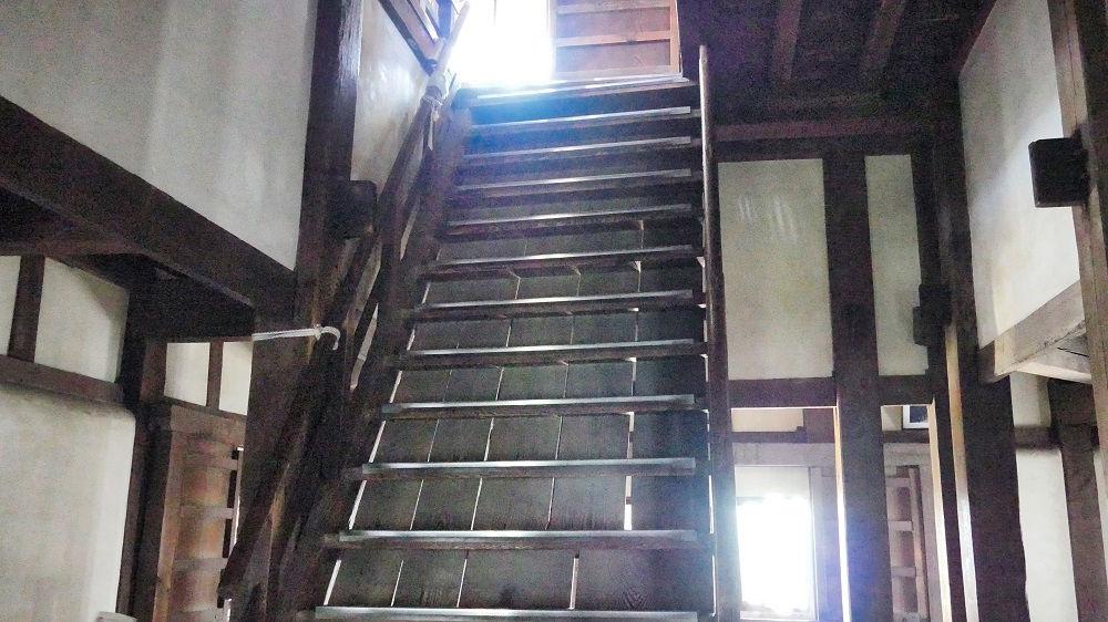 丸亀城の天守閣最上層へ