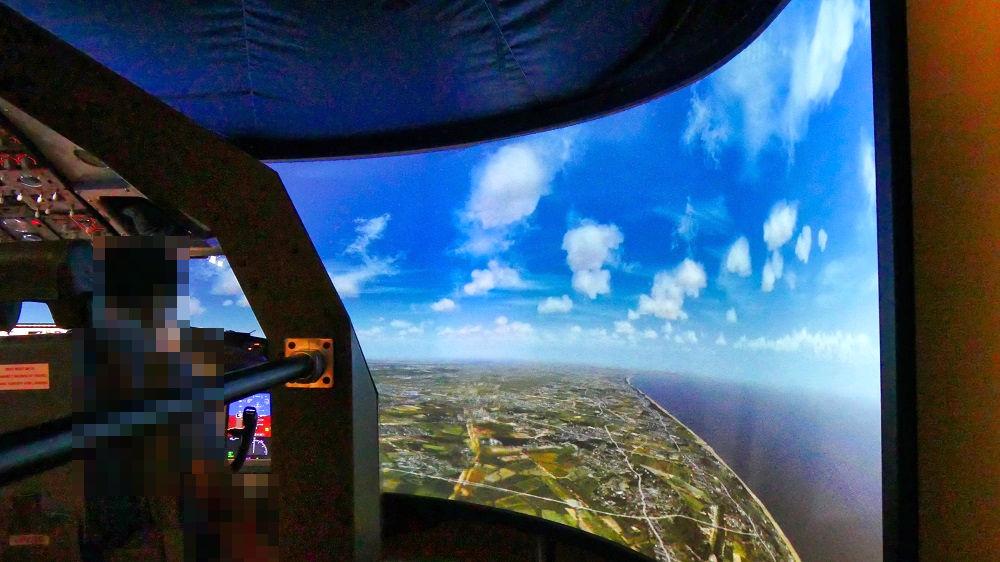 航空科学博物館の体験館【2階】フライトシミュレーター(B737MAX)