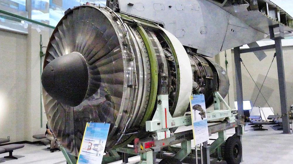 航空科学博物館の【西棟】B747型機のエンジン実機展示