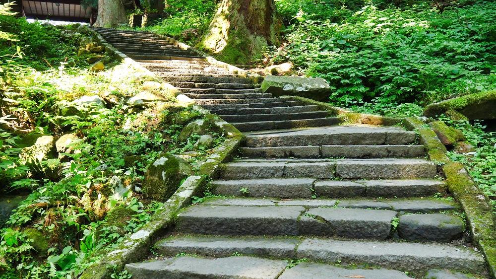 羽黒山参詣道の石畳