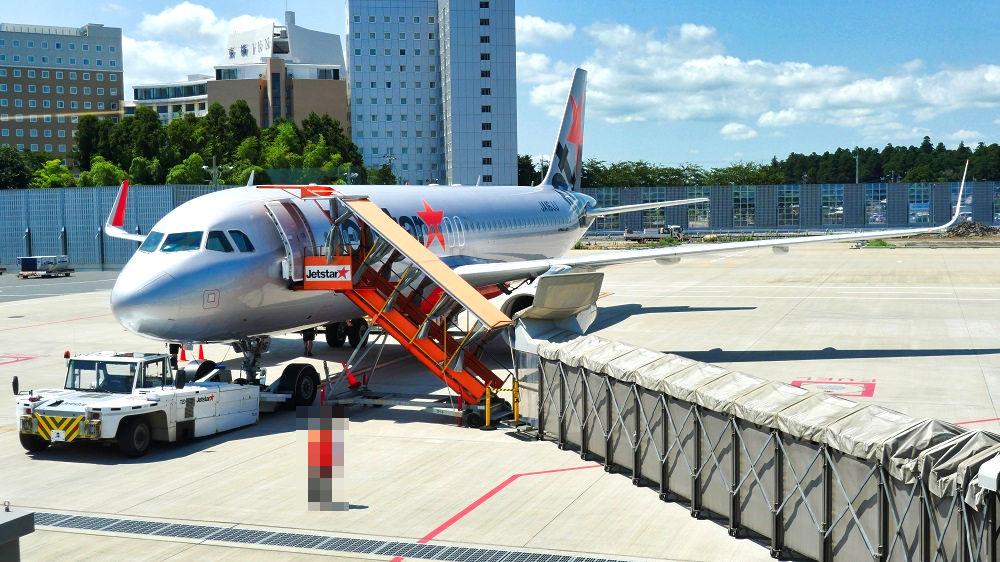 成田空港第3ターミナル174番ゲートからは歩いて搭乗
