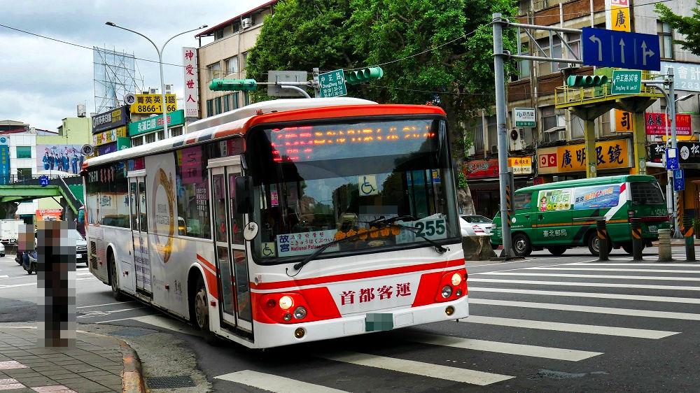 台湾市内の路線バス