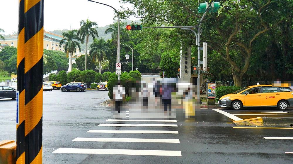 国立故宮博物館行きの路線番号255番、到着時のバス停