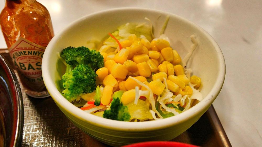 すき家の「アスパラチーズドリ丼」サラダセット