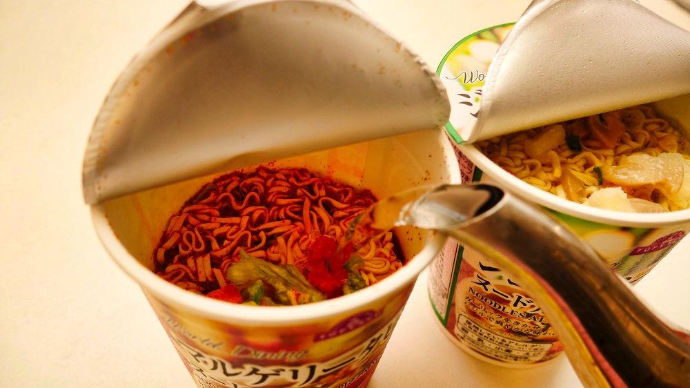 トップバリュの『マルゲリータピザ味ヌードル』と『ジェノベーゼ味ヌードル』を調理