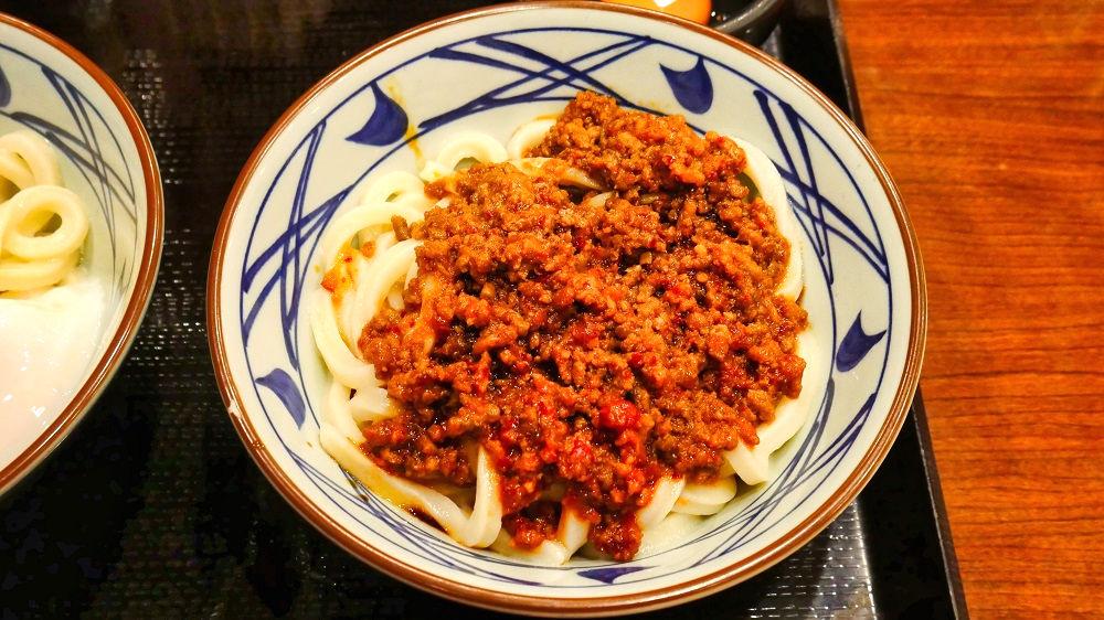 丸亀製麺の「うま辛肉々釜玉」