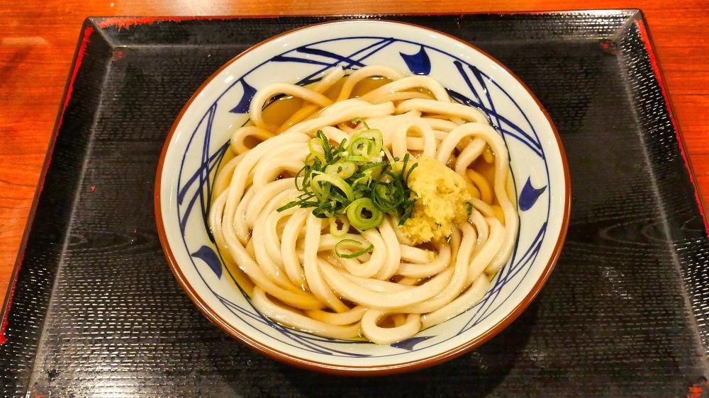 丸亀製麺の「かけうどん」をトッピング