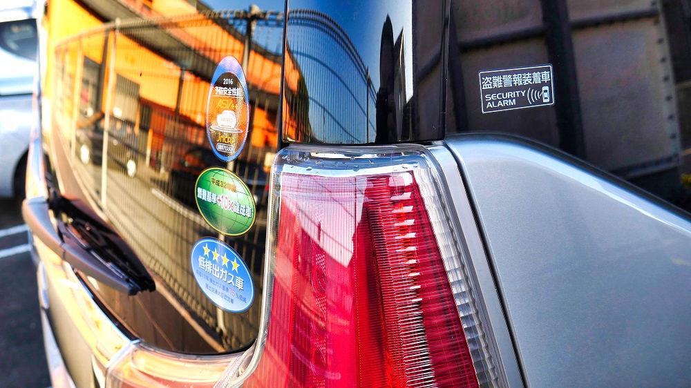 【副業に最適!?】『マイカースポンサー』は車にステッカーを貼るだけで広告収入が得られる!