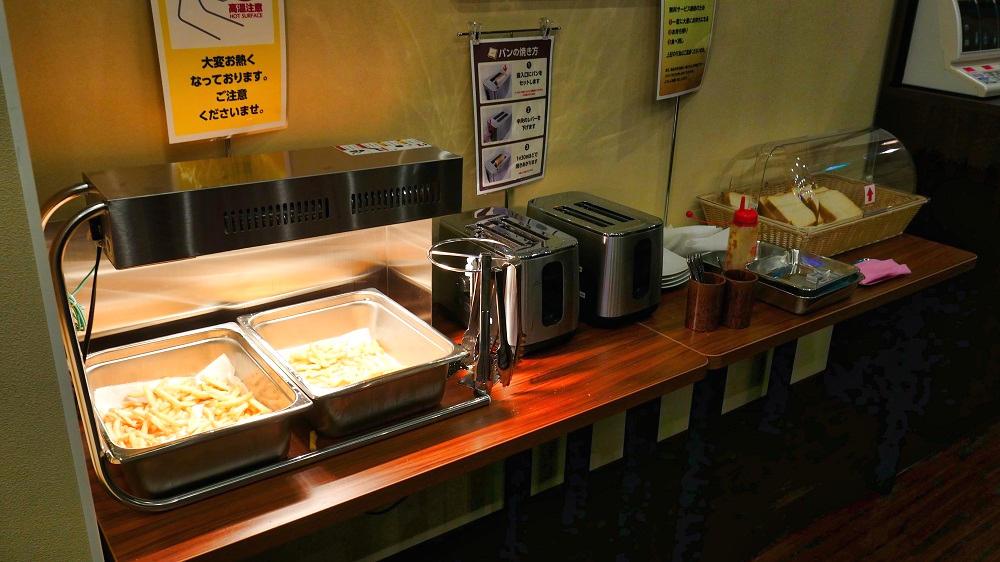 快活CLUBの『無料モーニング食べ放題』の提供ブース