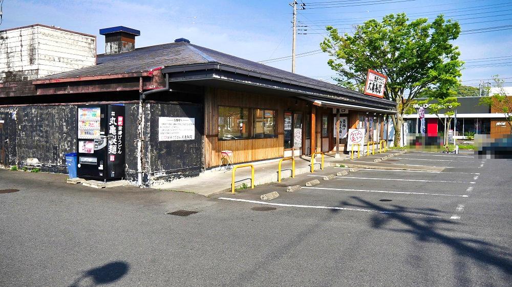 丸亀製麺「成田店」の駐車場も空きが目立つ状況に...。