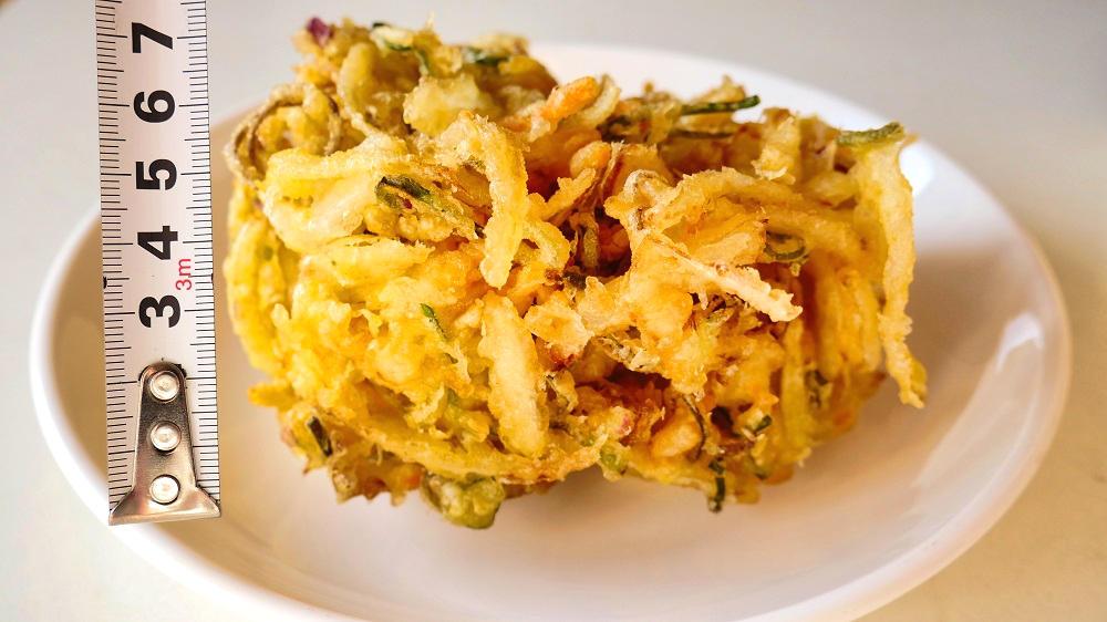 丸亀製麺の『野菜かき揚げ』はボリューム満点!