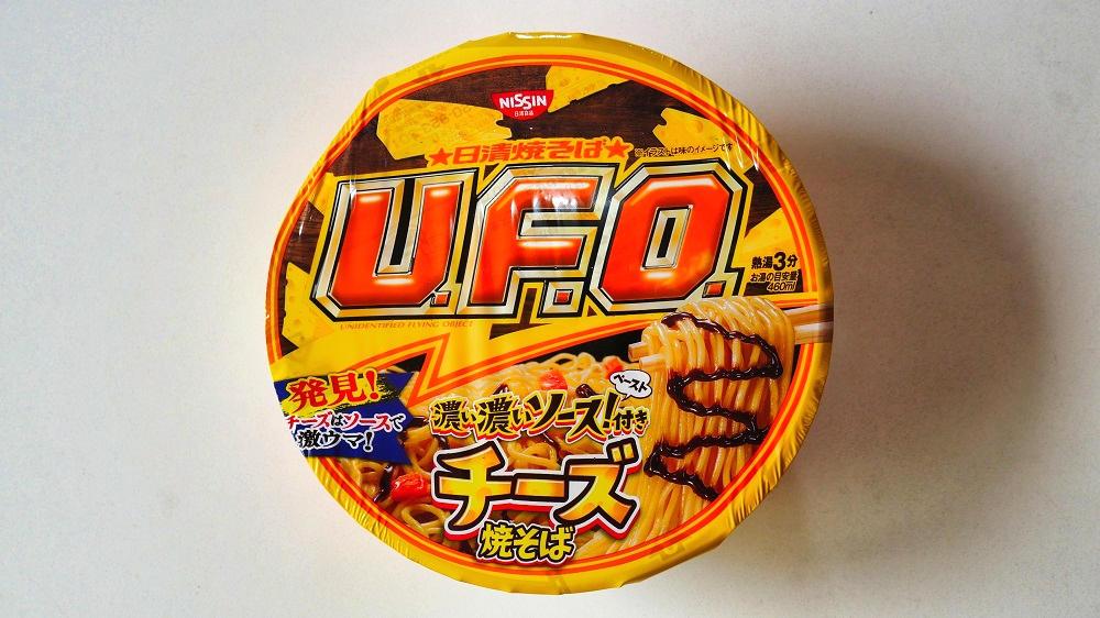 「日清焼そばU.F.O. 濃い濃いソースペースト付き チーズ焼そば」のパッケージ