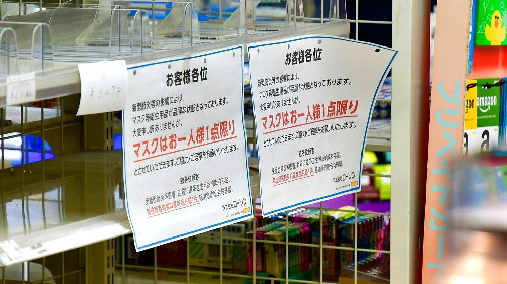 成田空港内のコンビニではまだマスクの店頭在庫は無し