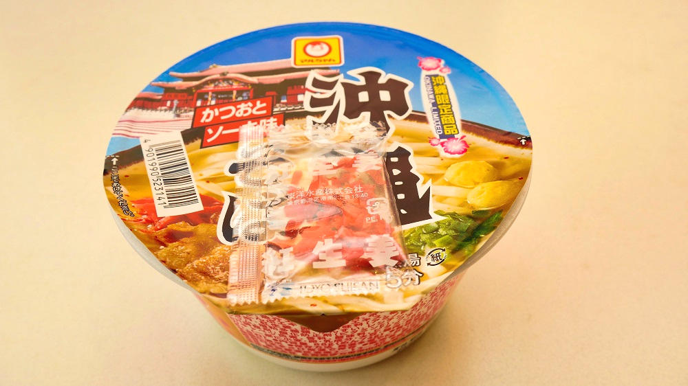 マルちゃん「カップ 沖縄そば」を調理