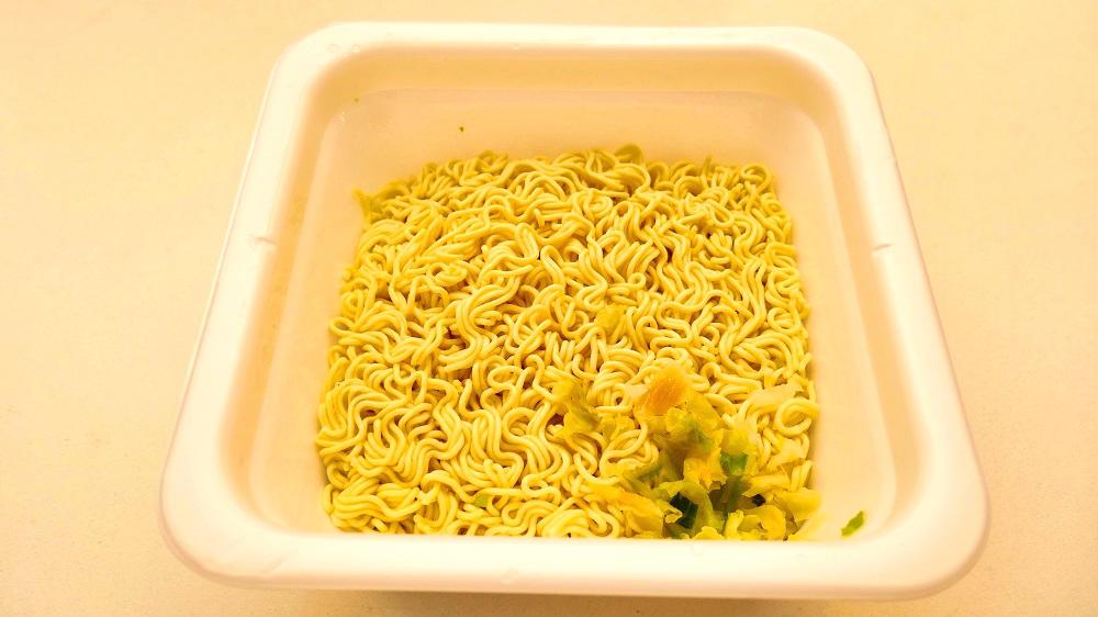 セブンプレミアム「1分湯戻し大盛ソース焼そば」完成・実食